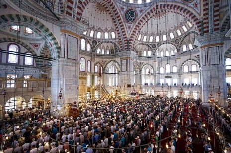Süleymaniye_Mosque_prayer,_Istanbul,_Turkey,_Eastern_Europe_and_Western_Asia._22_July,2016